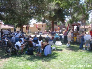Picnic crowds at the International Cottages